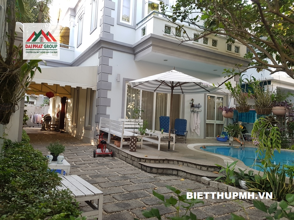 Bán gấp biệt thự Nam Thông 1, Phú Mỹ Hưng 255m2 góc công viên, có hồ bơi 33 tỷ - 0938881171