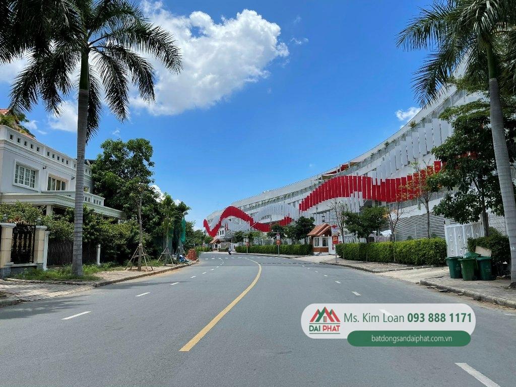 Bán biệt thự diện tích lớn Phú Mỹ Hưng, 1 nhà + đất 593m2, 2 MT thông thoáng 120 tỷ